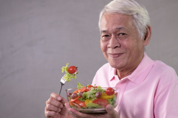 How to Deal with Seniors Who Are Picky Eaters